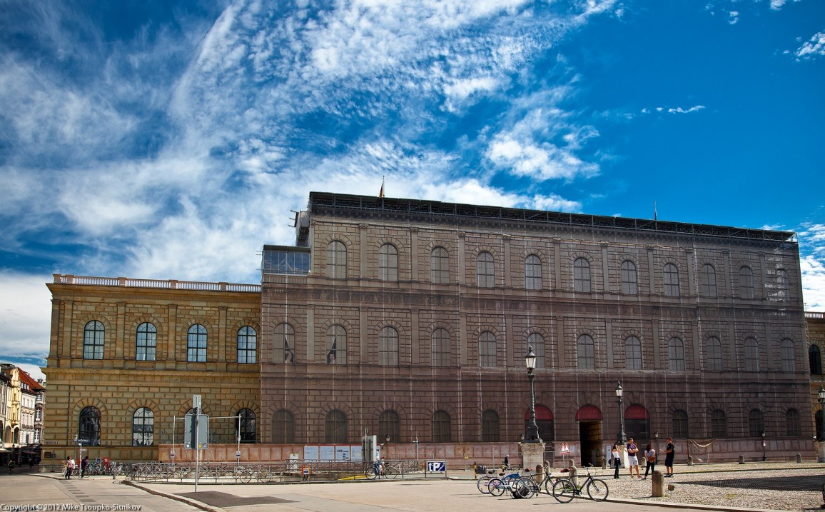 Residenz: Königsbau (the southern wing) under restoration