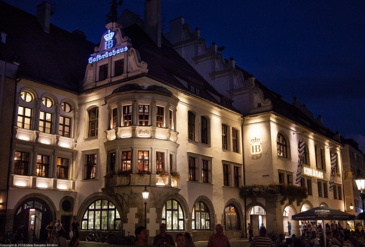 Munch. Platzl. The Hofbräuhaus beer hall