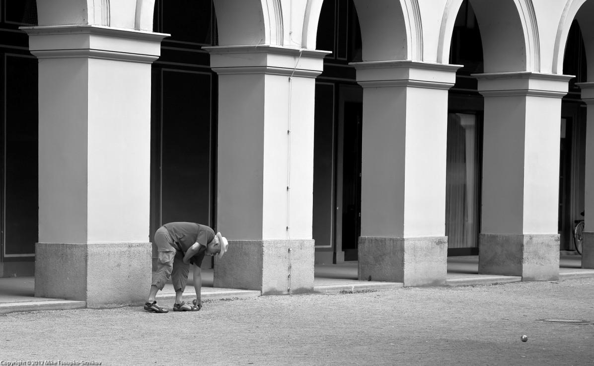Bocce player in the Hofgarten