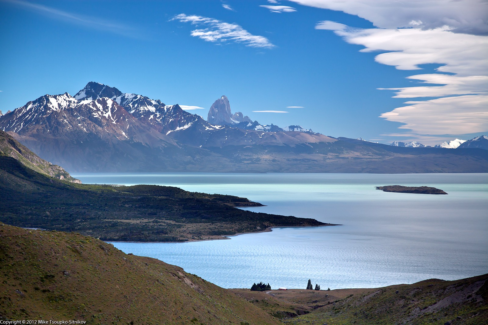 Estancia Helsingfors (front center), Lake Viedma and the rock of Fitz Roy (far center).
