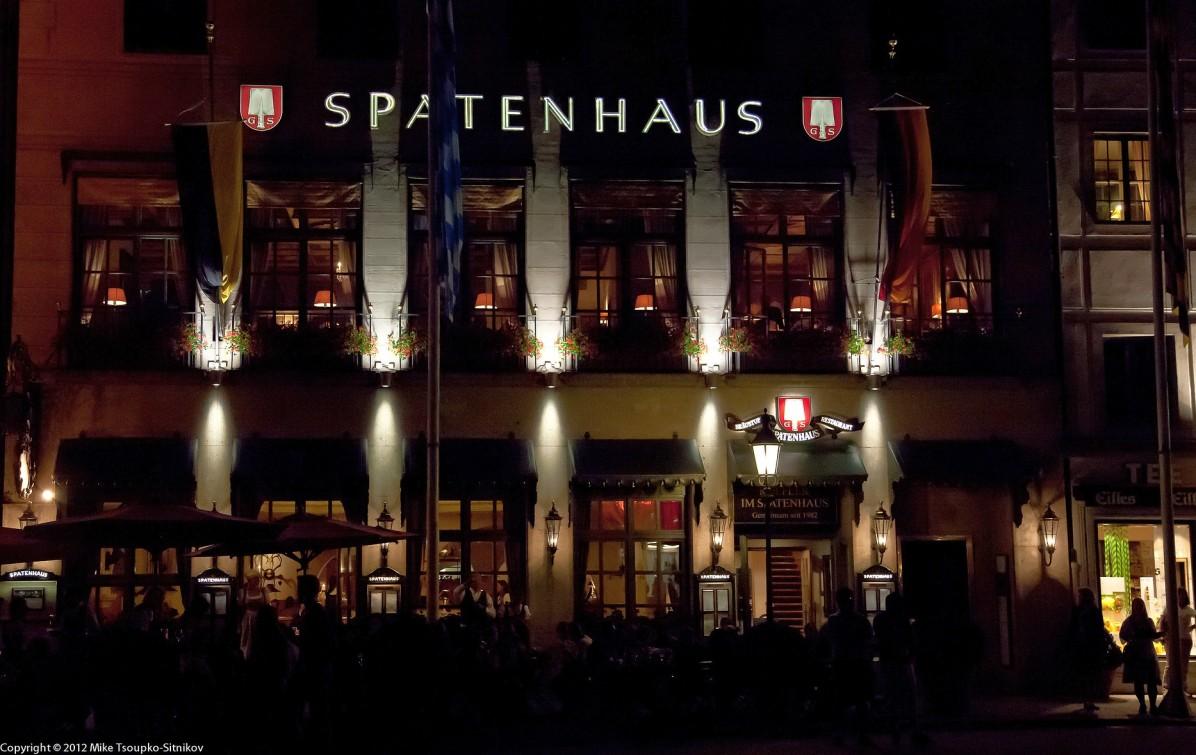 Spatenhaus an der Oper at night