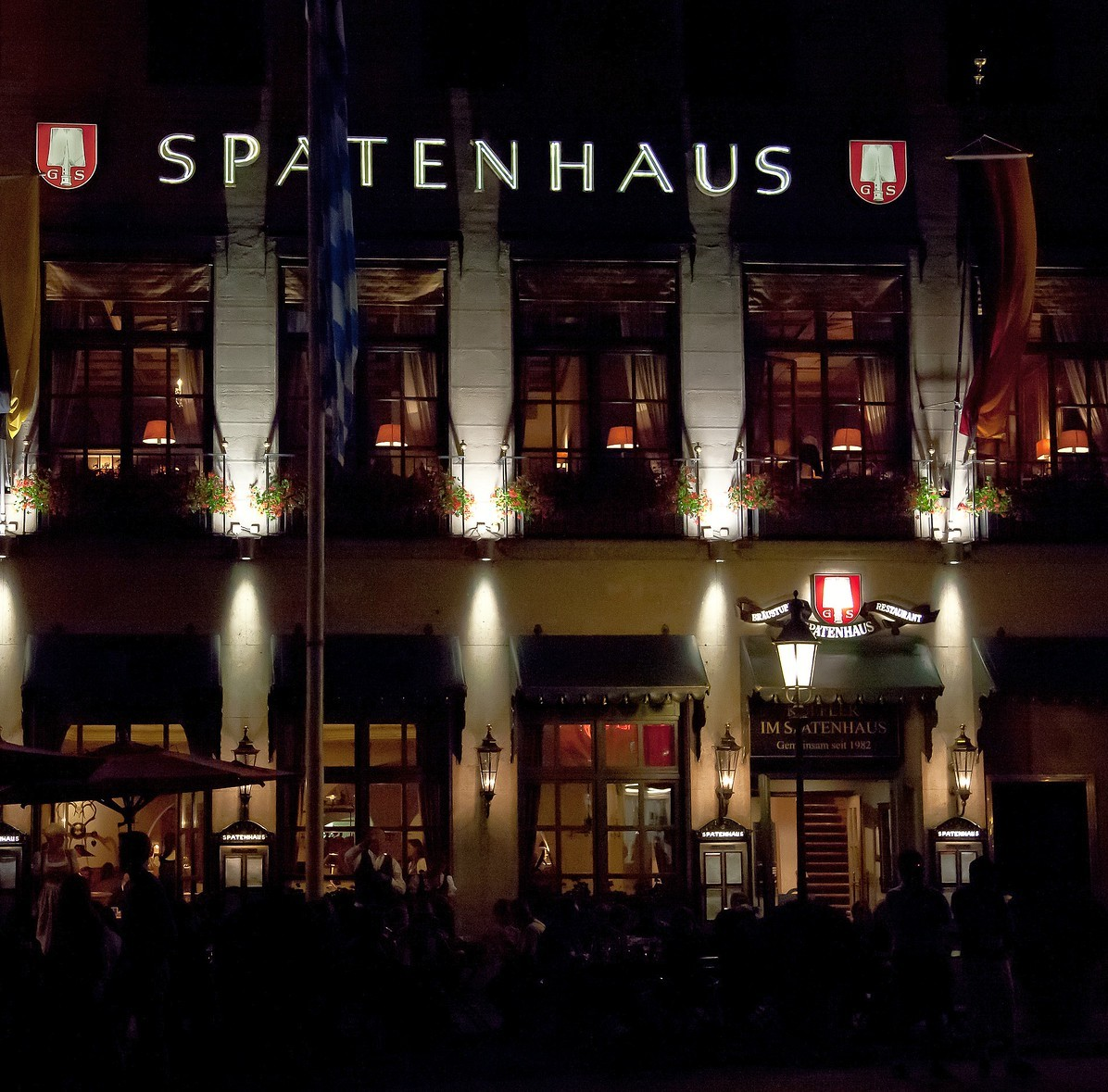 Spatenhaus an der Oper at night