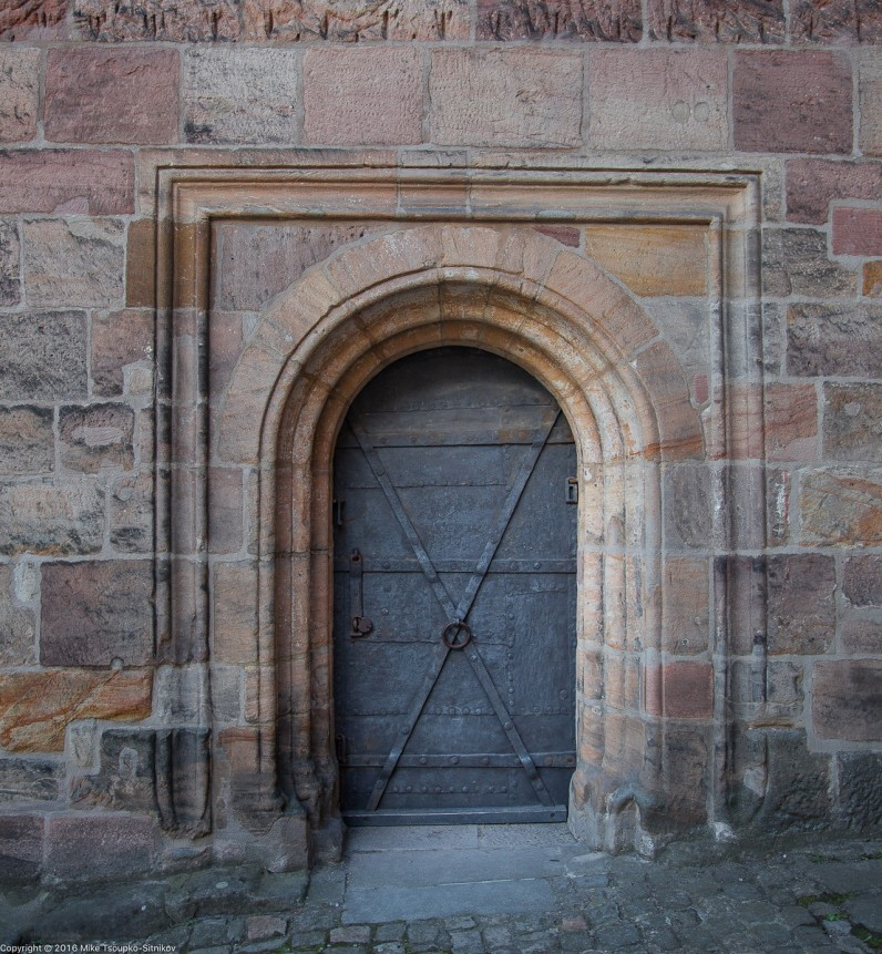 Nuremberg Castle: a door at the base of Sinwell Tower