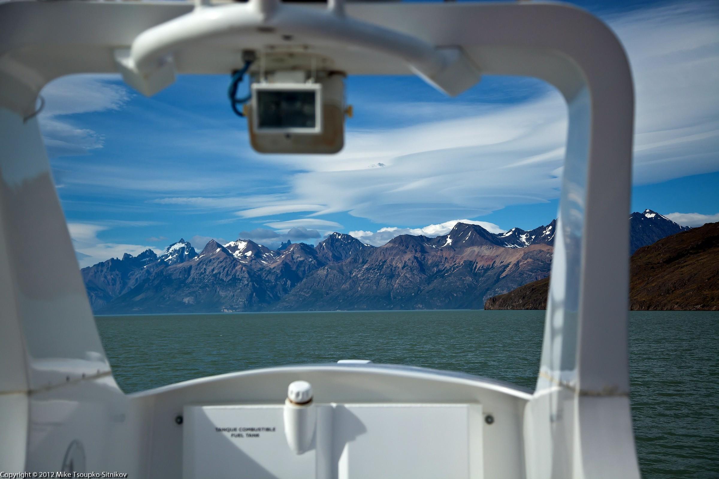 Sailing to Viedma Glacier
